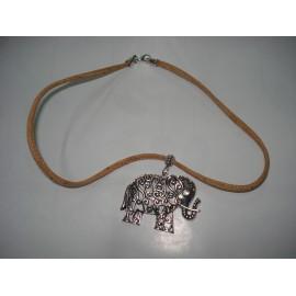 Colar de Cortiça c/ elefante